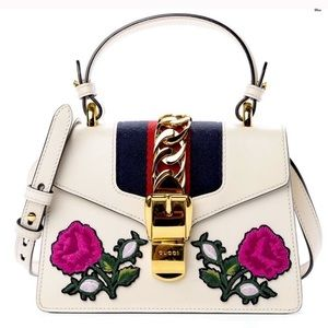 💕Gucci Embroidered Flowers Mini Sylvie Chain Bag